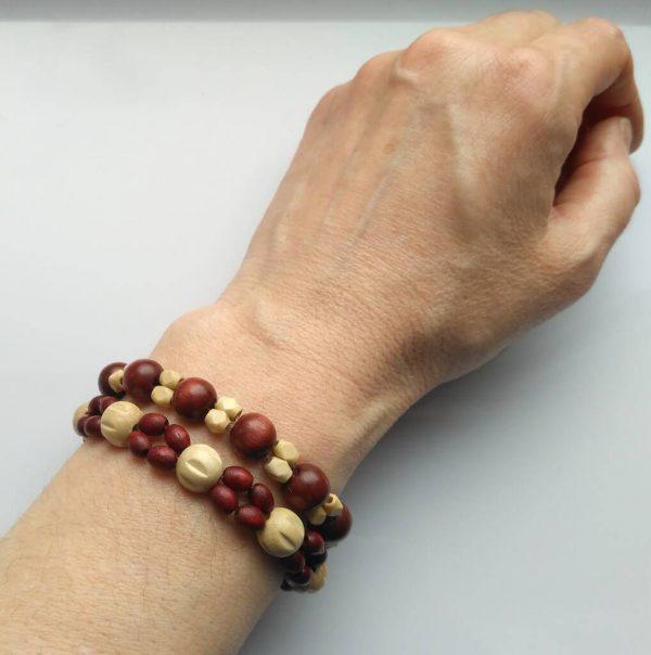 Náramky z dřevěných korálků * Wooden bead bracelets
