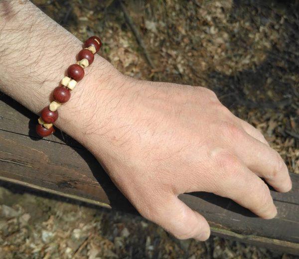 Náramek z dřevěných korálků * Wooden bead bracelet