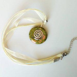 Náhrdelník s unakitovým přívěskem * Unakite pendant necklace