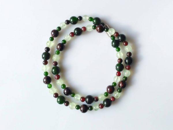 Náhrdelník granát-jadeit-prehnit * Necklace from garnet, jade, prehnite