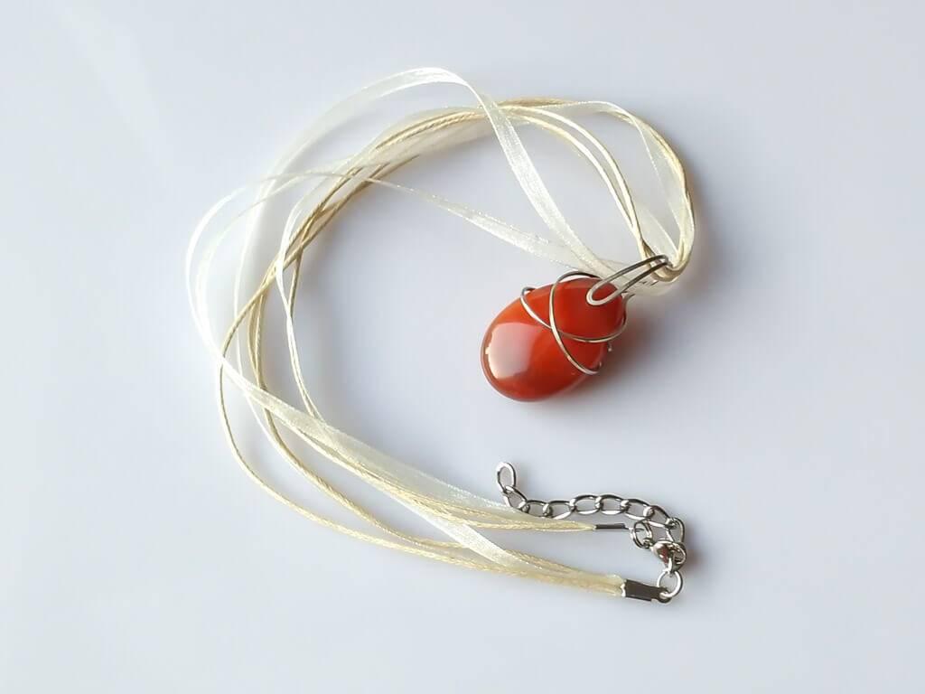 Náhrdelník s přívěskem karneol * Carnelian pendant necklace
