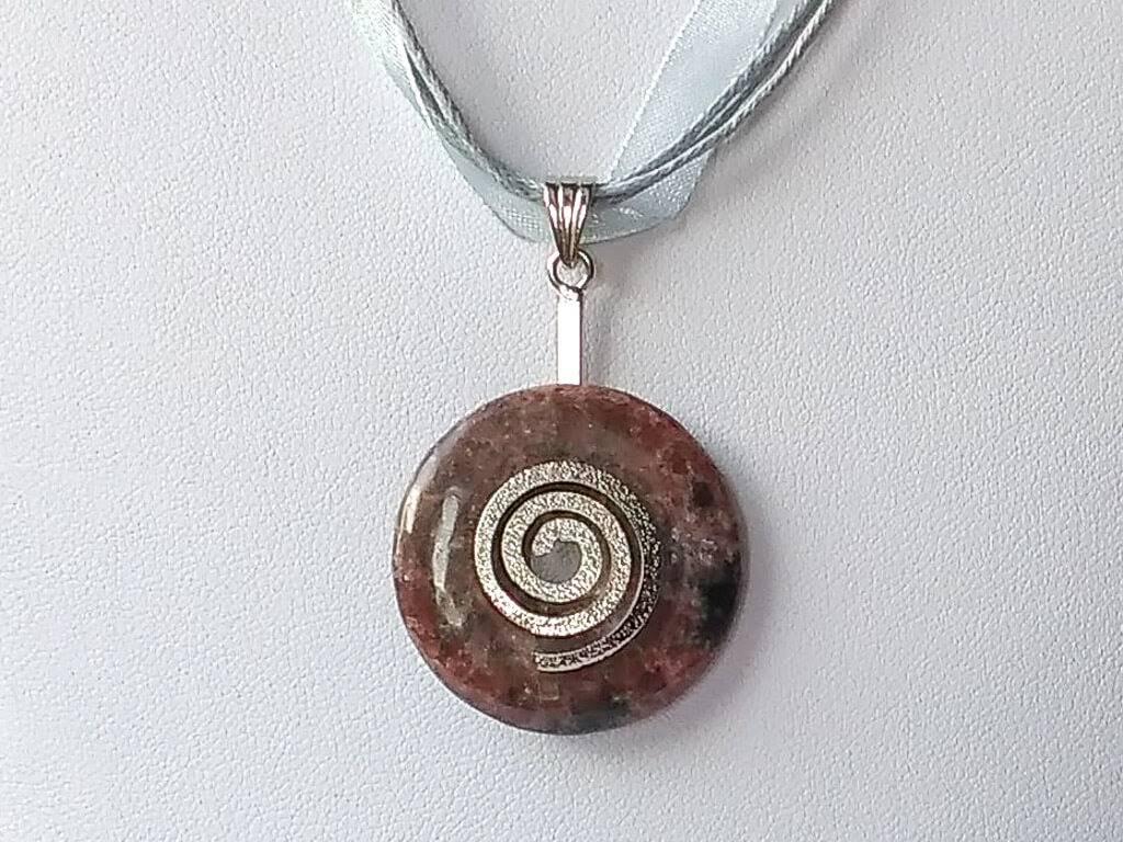 Náhrdelník s rodonitovým přívěskem * Rhodonite pendant necklace