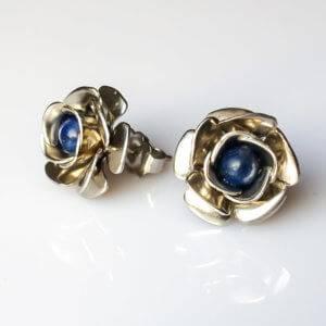 Náušnice lapis lazuli puzety s kytičkou * Lapis Lazuli flower stud earrings