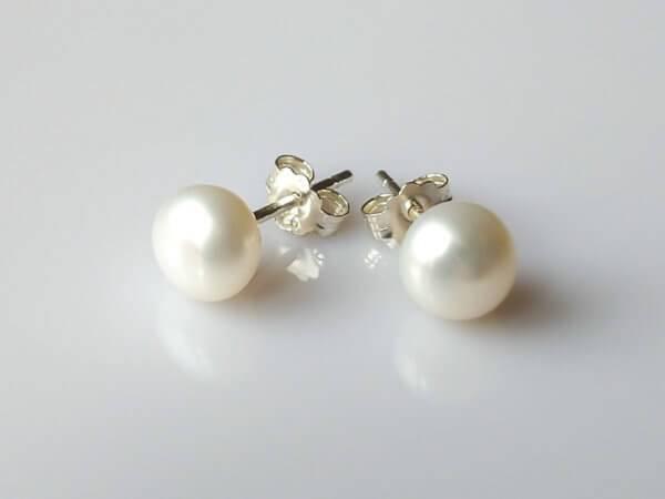 Perlové náušnice bílé, stříbrné * White pearl stud earrings, silver