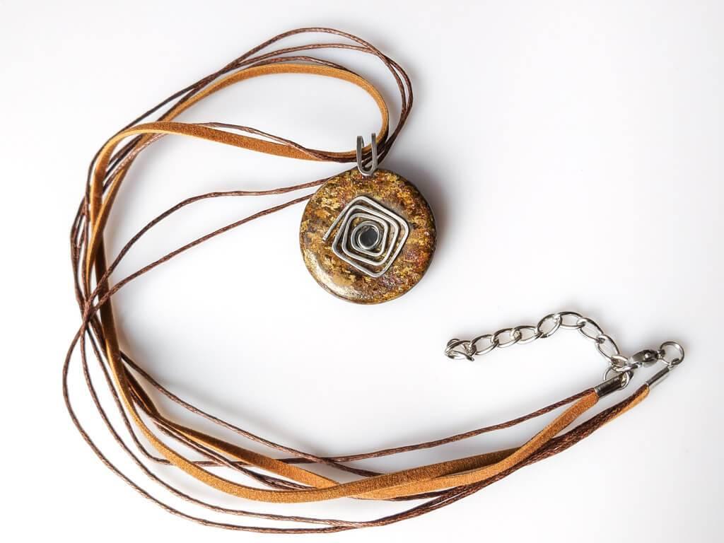 Náhrdelník s přívěskem bronzit * Bronzite pendant necklace