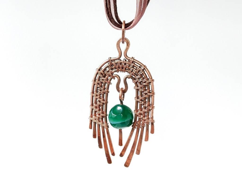 Měděný náhrdelník s achátovým korálkem * Copper necklace with an agate bead