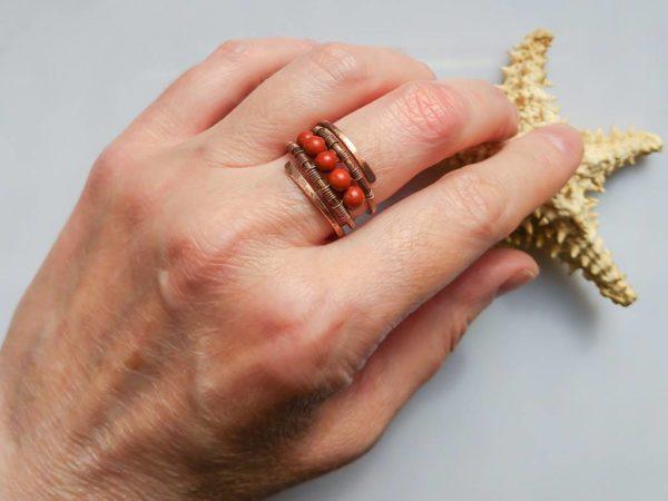 Prsten měděný s korálky červeného jaspisu * Copper ring with red jasper beads