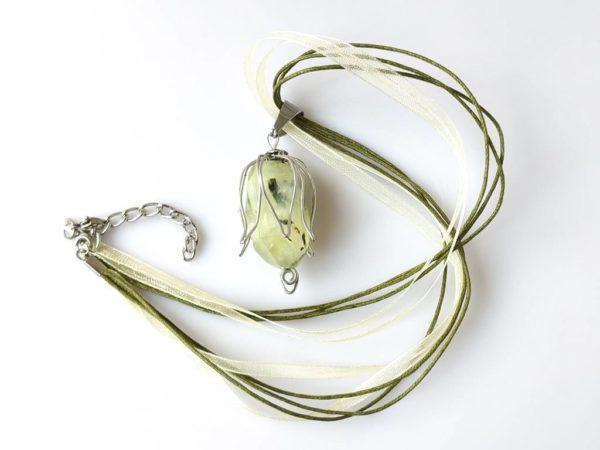 Náhrdelník s přívěskem prehnit * Prehnite pendant necklace