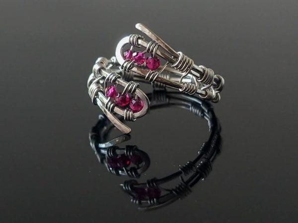 Prsten s rubínem, chirurgická ocel * Ruby ringfrom surgical steel