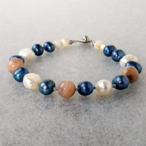 Náramek říční perly-měsíční kámen-perleť * Bracelet from freshwater pearls, moonstone and nacre beads