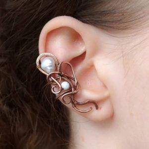 Záušnice říční perla a perleť * Ear cuff from copper, freshwater pearl and nacre bead