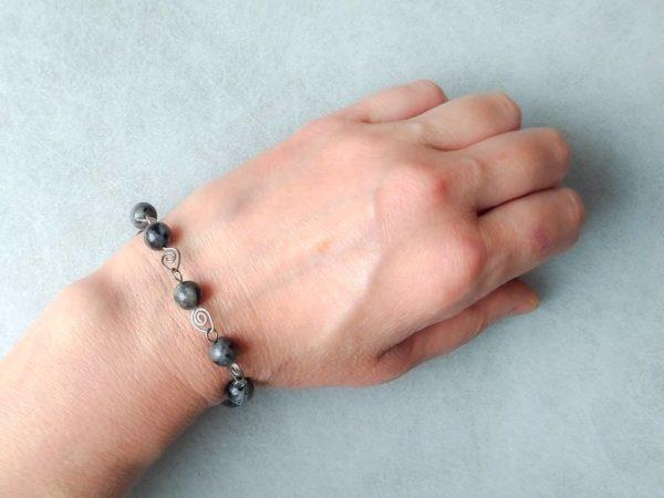"""Náramek labradorit-chirurgická ocel """"lístečkový"""" * Labradorite bracelet with surgical steel """"leaves"""""""
