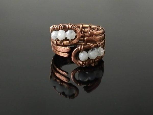 Měděný prsten s měsíčním kamenem * Copper ring with Moonstone beads