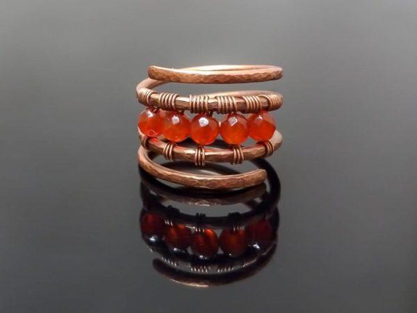 Měděný prsten s karneolem * Copper ring with Carnelian beads