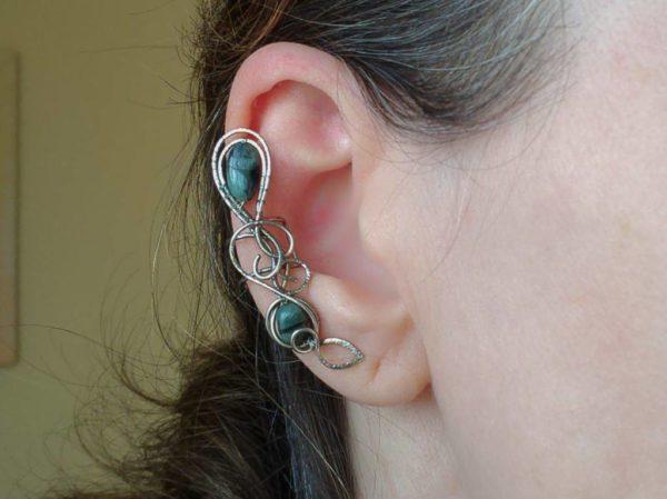 Záušnice se smaragdem * Ear cuff with Emerald beads