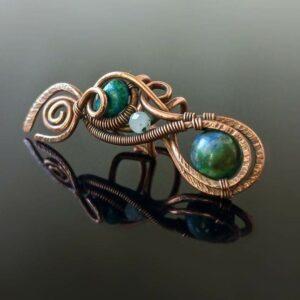 Záušnice z mědi s chryzokolem a měsíčním kamenem * Copper ear cuff with Chrysocolla and Moonstone