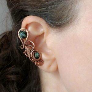 Záušnice z mědi s korálky tyrkysu afrického * Copper ear cuff with African Turquoise beads