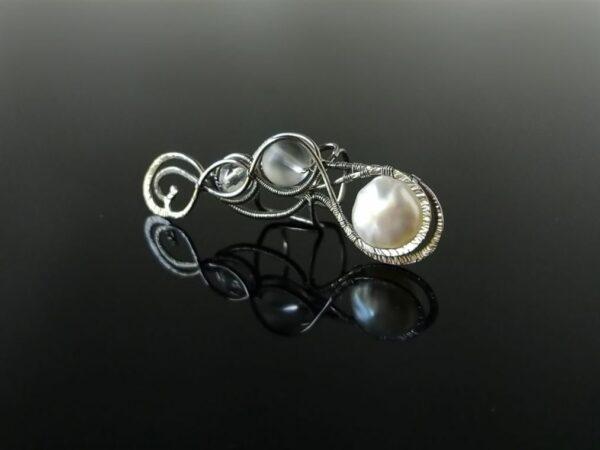 Záušnice s říční perlou a křišťálem * Ear cuff with Freshwater pearl and Crystal Quartz